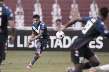 Thiago Almada fue uno de los que más intento en la derrota en Quito. Foto: Velez.com