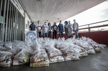 CSA distribui cestas básicas para ambulantes do Estádio Rei Pelé