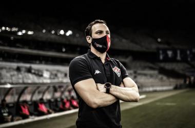 CSA oficializa contratação do técnico Bruno Pivetti para sequência da temporada