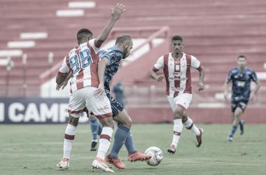 Com um gol em cada tempo, Náutico e Cruzeiro empatam nos Aflitos