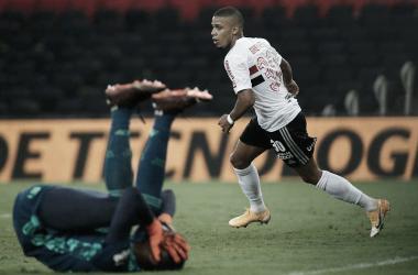 Com falha bizarra de Hugo Souza, São Paulo bate Flamengo no Maracanã pela Copa do Brasil