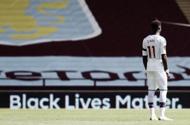 Atacante Zaha revela ataques racistas em rede social antes de confronto com Aston Villa