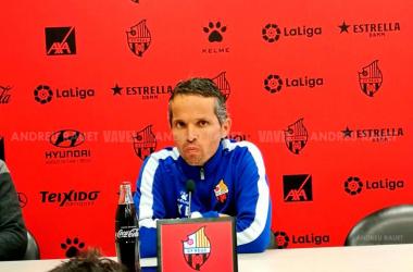 Xavi Bartolo en rueda de prensa. Foto: Andreu Rauet (VAVEL)