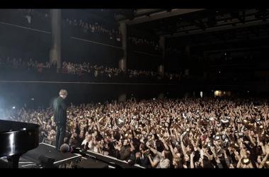 "Tom Odell durante su ""Jubilee Road Tour"" | Foto: Facebook Oficial de Tom Odell"