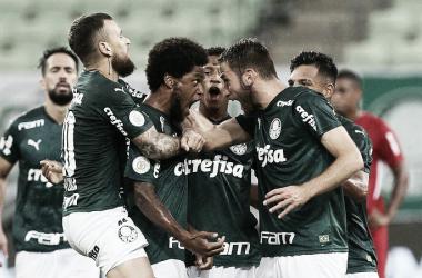 Palmeiras sai na frente, é pressionado, mas segura vitória sobre Bragantino