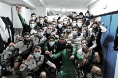 El equipo celebra la victoria. Foto: Unionistas CF