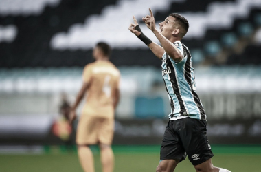 "<div style=""text-align: start;"">&nbsp;Foto: Lucas Uebel/Grêmio</div>"