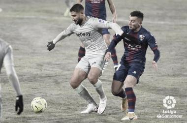 Fekir y Borja García luchando por un balón | Foto: La Liga