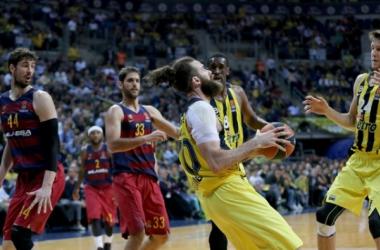 Turkish Airlines Euroleague - Il Fenerbahce chiude in bellezza: vittoria sul Barca all'overtime