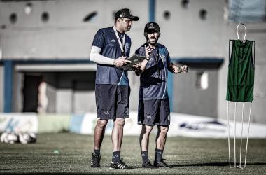 Técnico Luizinho Lopes comandou a equipe em apenas duas partidas e segue recebendo reforços (Foto: Lucas Almeida / ADC)
