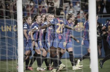 El conjunto azulgrana celebrando un gol ante el Arsenal. | Foto: Noelia Déniz