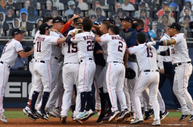 The Astros celebrate their dramatic Game 5 victory/Photo: Robert Hanashiro/USA Today Sports