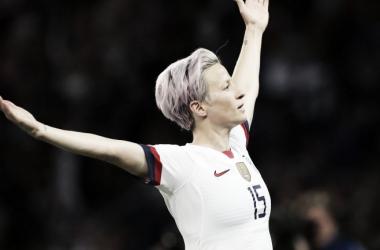Com dois gols de Rapinoe, Estados Unidos batem França e vão às semis da Copa do Mundo Feminina