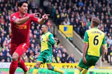 Suarez festeja su gol en Carrow Road.