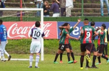 Aprile festeja su gol. Foto: Leonardo Carreño