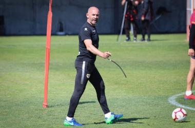 Paco Jémez durante una sesión de entrenamiento. Fotografía: Mario Paz Curiel (VAVEL)