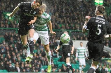Sem inspiração, Celtic vence Hibernian e mantém vantagem na liderança