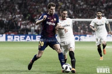 Sergi Roberto en una disputa de balón | Foto de Jose María Colomo, VAVEL