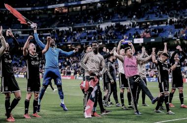 Ajax celebra su histórico triunfo en Madrid / Foto: twitter oficial Ajax