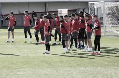 El primer equipo en un entrenamiento para hacer frente al Athletic de Bilbao | Fotografía: Gema Paz (VAVEL)