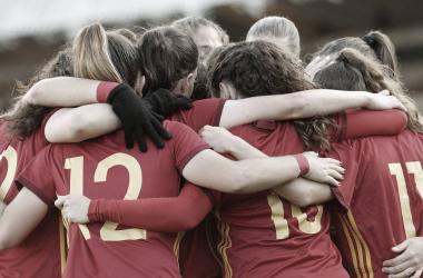 Las chicas de Pedro López festejan un gol ante Irlanda / Foto: EFE