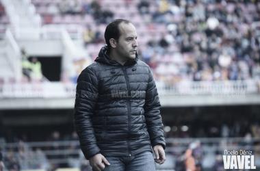 Lluís Cortés, técnico del Femenino, ante el Bayern | Fuente: Noelia Déniz (VAVEL)