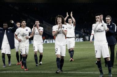 Los jugadores del PSG tras el partido en Londres frente al Chelsea (FUENTE: psg.com)