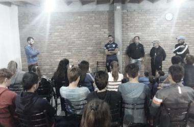 Todos los presentes concentrados a la palabra de Pérez y el portero dejo en el claro sus conceptos. Foto: Club Leonardo Murialdo