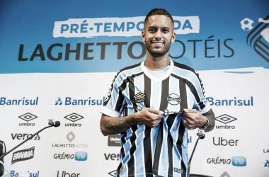 Em apresentação, Rômulo elogia ambiente do Grêmio e rebate críticas sobre seu desempenho