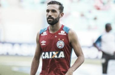 Agustín Allione entrando en calor para el Bahía.