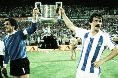 Luis Miguel Arconada y Juan Antonio Larrañaga levantan la Copa del Rey de 1987 / Foto: Real Sociedad