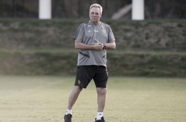 """Flamengo é derrotado e Abel Braga justifica Arrascaeta no banco: """"Vai chegar o momento dele"""""""