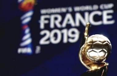 La copa en el Sorteo previo | Foto: FIFA Oficial