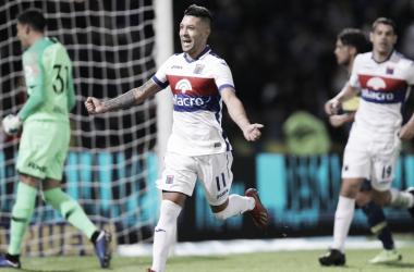 Janson se hizo cargo del penal contra Boca. Un gol que valió una estrella (Foto: Infobae).