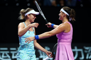 Mertens and Sabalenka celebrate their win | Photo: Clive Brunskill