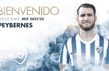 Mathiedu Peybernes posando con la camiseta malacitana. / Foto: Málaga CF