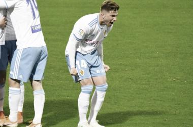 El Real Zaragoza pasa por el centro del campo