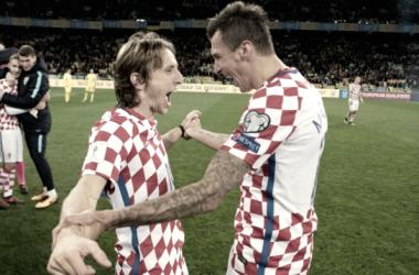 Modric asiste en la victoria de Croacia y se gana la repesca