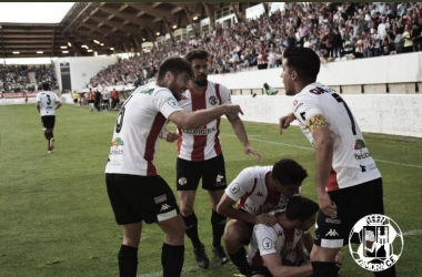 Los jugadores del Zamora celebran el segundo gol de su equipo. Foto: Zamora CF.