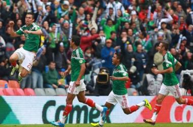 Com jogadores apenas de times nacionais, México atropela Nova Zelândia e se aproxima da Copa 2014