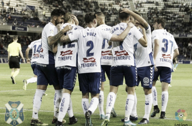 Los jugadores del Tenerife celebran el primer gol. | Foto: CD Tenerife