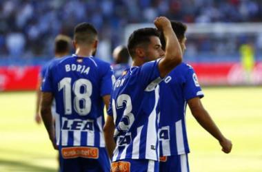 Jony alza el puño tras el segundo gol del Alavés. | FOTO: LaLiga
