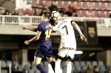 Palencia y Santos pugnan por un balón en el partido de la jornada 18. Foto:LaLiga