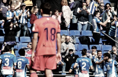 Oyarzabal observa como los jugadores locales celebraban el dos a uno. Foto: www.laliga.es