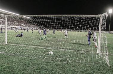 Cruzeiro sofre contra São Raimundo, mas pratas da casa garantem classificação em Roraima