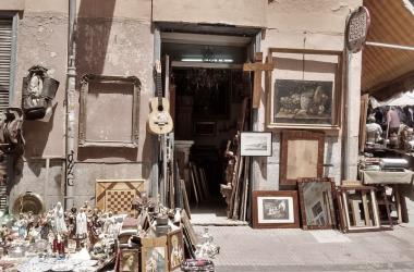 El rastro de Madrid: souvenirs, ropa vintage y crucifijos