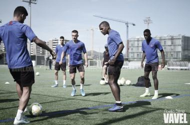 Los jugadores del Barça B se preparan para un nuevo reto. FOTO: Noelia Déniz
