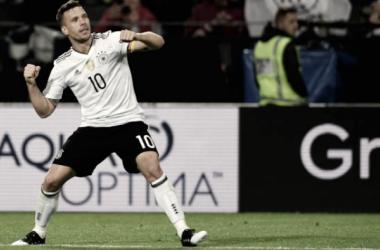 Lukas Podolski trascina la Germania al successo con l'Inghilterra. Foto: Fox Sports