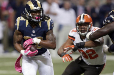 Gurley carrying the ball against the Browns. Photo via The Associated Press.