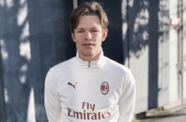 Milan confirma a contratação de sueco prodígio de apenas 16 anos
